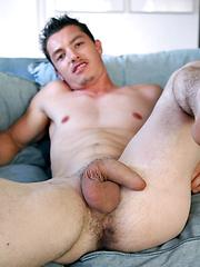 Nick Lablanc shows his ass - Gay porn pics at GayStick.com