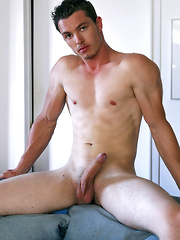 Nick Lablanc shows his ass - Gay porn pics at GayStick.com