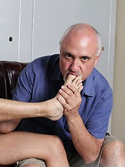 Liam Troy Serviced by Jake - Gay porn pics at GayStick.com