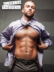 TRENT DAVIS SERVICES SEAN XAVIER BLACK COCK - Gay porn pics at GayStick.com