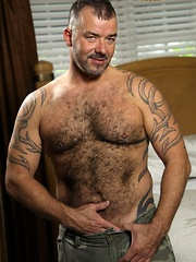 Sexy bear Steve King has great furry chest