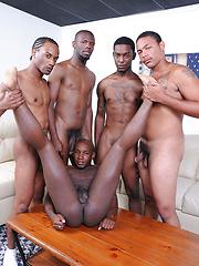 Thugz get down to bangin ass - Gay porn pics at GayStick.com
