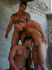Hot european studs threesome - Gay porn pics at GayStick.com