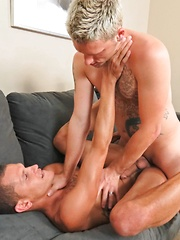 Jason Lee vs Jayce Asher - Gay porn pics at GayStick.com