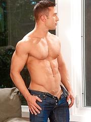Sportsman Hugo Alexander  - Gay porn pics at GayStick.com