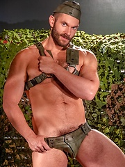 Sexy hunk in leather - Gay porn pics at GayStick.com
