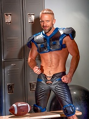 Hot daddy Dirk Caber shows his ass - Gay porn pics at GayStick.com