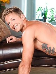 Blond stud Kody Slater shows his tight ass - Gay porn pics at GayStick.com