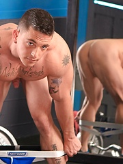 Very hung guy Slate Steele in the gym - Gay porn pics at GayStick.com