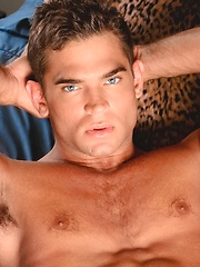 Luke Milan nexdoor man - Gay porn pics at GayStick.com