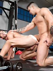 Workout buddies gone wild - Gay porn pics at GayStick.com