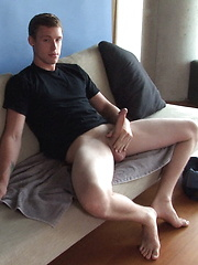 Drew Parker strokes his big tower - Gay porn pics at GayStick.com