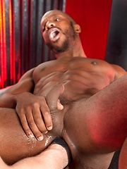 Black ass gets fisted - Gay porn pics at GayStick.com