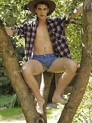 Orlando White Gives His Hot & Horny Fuck-Buddy A Raw, Open-Air Fuck! - Gay porn pics at GayStick.com
