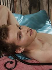 Benjamin Dunn Gives This Would-Be Star A Hard Ass-Stretching & A Full-On Facial! - Gay porn pics at GayStick.com