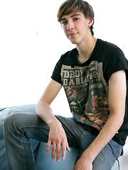 Young adult model Zac Wilder - Gay porn pics at GayStick.com