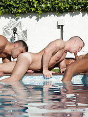 Gays have threesome oral sex  - Gay porn pics at GayStick.com