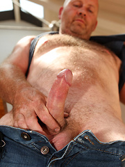 Big Beefy Bruiser Tommy Wellin - Gay porn pics at Gaystick
