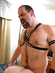 Big Daddy Bear Jack Stafford And Leather Lovin' Steve Sommers - Gay porn pics at GayStick.com