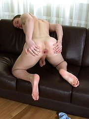 Twink getting hot - Gay porn pics at GayStick.com