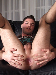 Dude cums on his new t shirt - Gay porn pics at GayStick.com