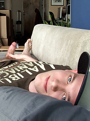 Twink wanking off his dick - Gay porn pics at GayStick.com