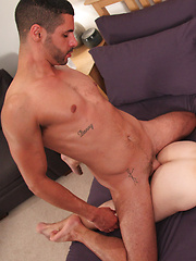 Hot Jock On A Twink Bottom - Gay porn pics at GayStick.com