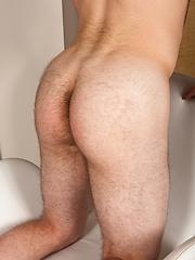 Beefy american boy Marvin - Gay porn pics at GayStick.com
