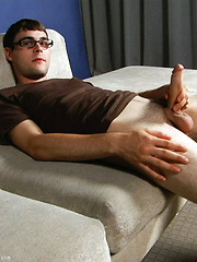Boy in glasses jacking off - Gay porn pics at GayStick.com