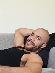 Austin Fucks a Fan - Gay porn pics at GayStick.com