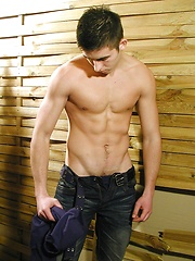 Very hot boy Drew has sexy muscle body - Gay porn pics at GayStick.com