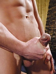 Beefy euro stud Philip - Gay porn pics at GayStick.com