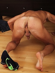 Muscle boy Monty Hicks fucking his silicone anal mold. - Gay porn pics at GayStick.com