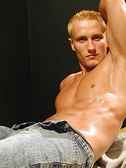 Hard bodied and oiled up Michael Davids busts a nut. - Gay porn pics at GayStick.com