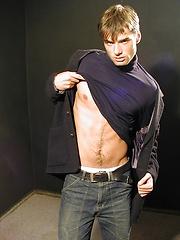 Super fit Jim Woods tugging on his hard cock. - Gay porn pics at GayStick.com