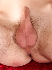 Tall twink Matt Johnson busts a nut all over his chest. - Gay porn pics at GayStick.com