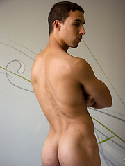 Doing more than flexing his muscles and stroking his dick - Gay porn pics at Gaystick