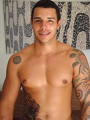 Without braces, Coyote's sexy smile would be a 10 - Gay porn pics at GayStick.com