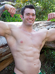 Very hot and very big guy Vaughn - Gay porn pics at GayStick.com