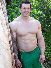 Very hot and very big guy Vaughn - Gay porn pics at GayStick.com