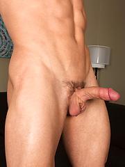 Noah - Gay porn pics at GayStick.com