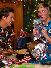 Let Luke Allen & Jessie Montgomery help you get into the Holiday spirit - Gay porn pics at GayStick.com