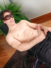 Maskurbate - Private Workout - Gay porn pics at GayStick.com