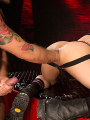 Club Inferno Dungeon – Xperts (Scene 2) - Gay porn pics at GayStick.com