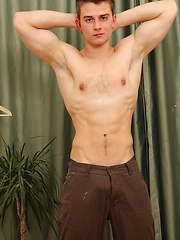 Gorgeous Peter Hood spreads apart his ass cheeks. - Gay porn pics at GayStick.com