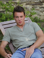 Gorgeous Joey Sosoh busts his nut outdoors. - Gay porn pics at Gaystick