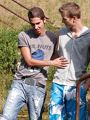 Gorgeous guys Leon and Val Horner fucking outdoors. - Gay porn pics at GayStick.com