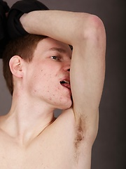 Luke Dole spreads his ass while stroking his hard cock. - Gay porn pics at GayStick.com