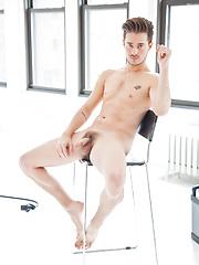 Bareback sensation chris crocker makes his lucas entertainment debut - Gay porn pics at GayStick.com