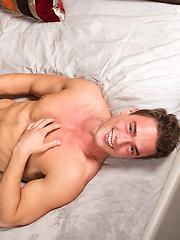 Posing muscular Gabe - Gay porn pics at GayStick.com